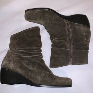 Bare Traps 6.5 Mary Ellen Wedge Boot